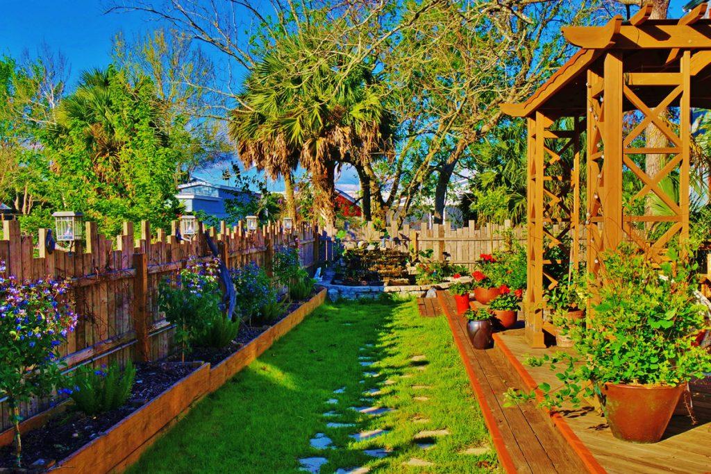 Garden at Riverwood Suites Apalachicola Hotel